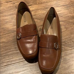 Aravon Loafers
